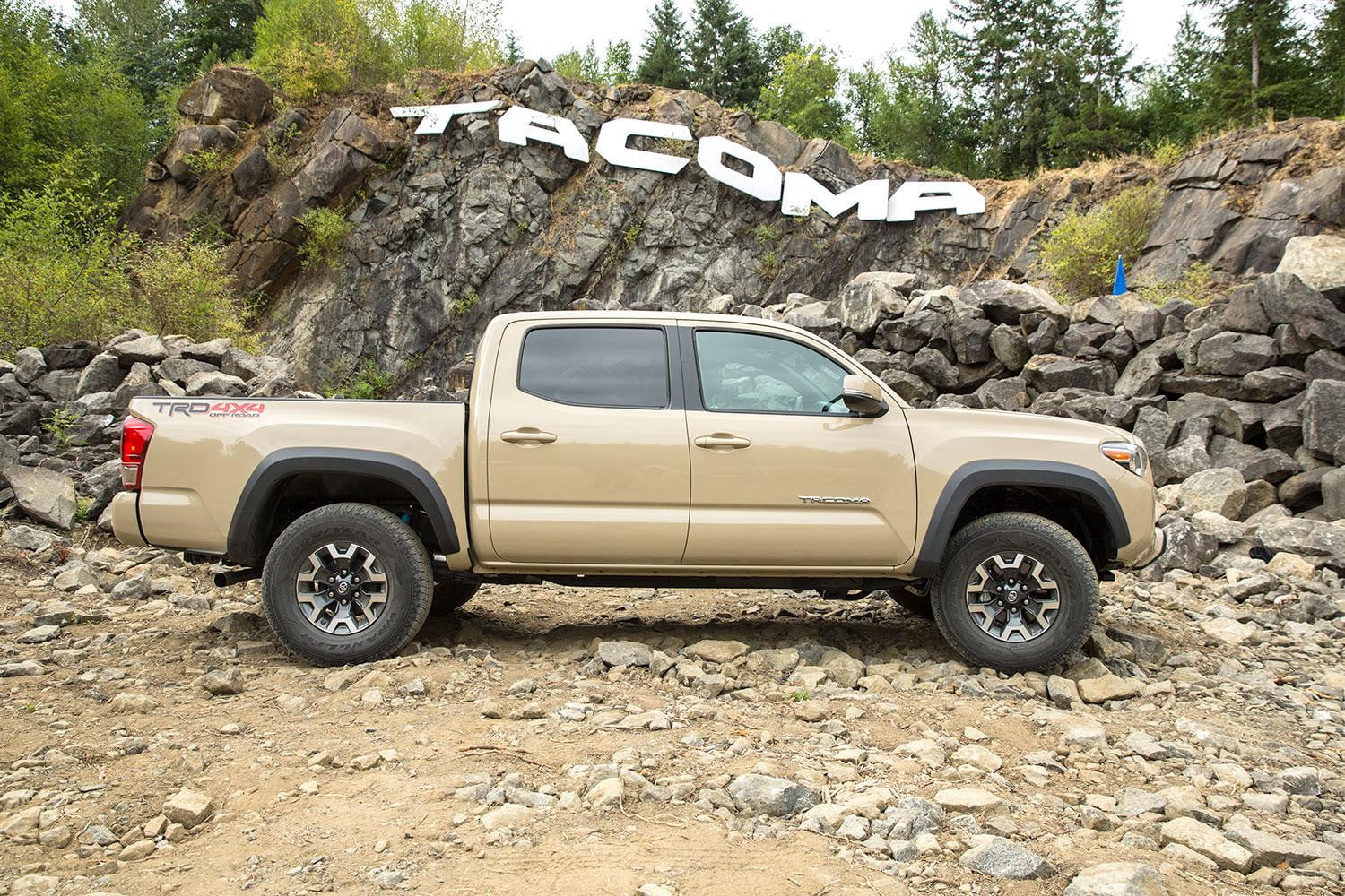2016 toyota tacoma trd off road first drive digital trends. Black Bedroom Furniture Sets. Home Design Ideas