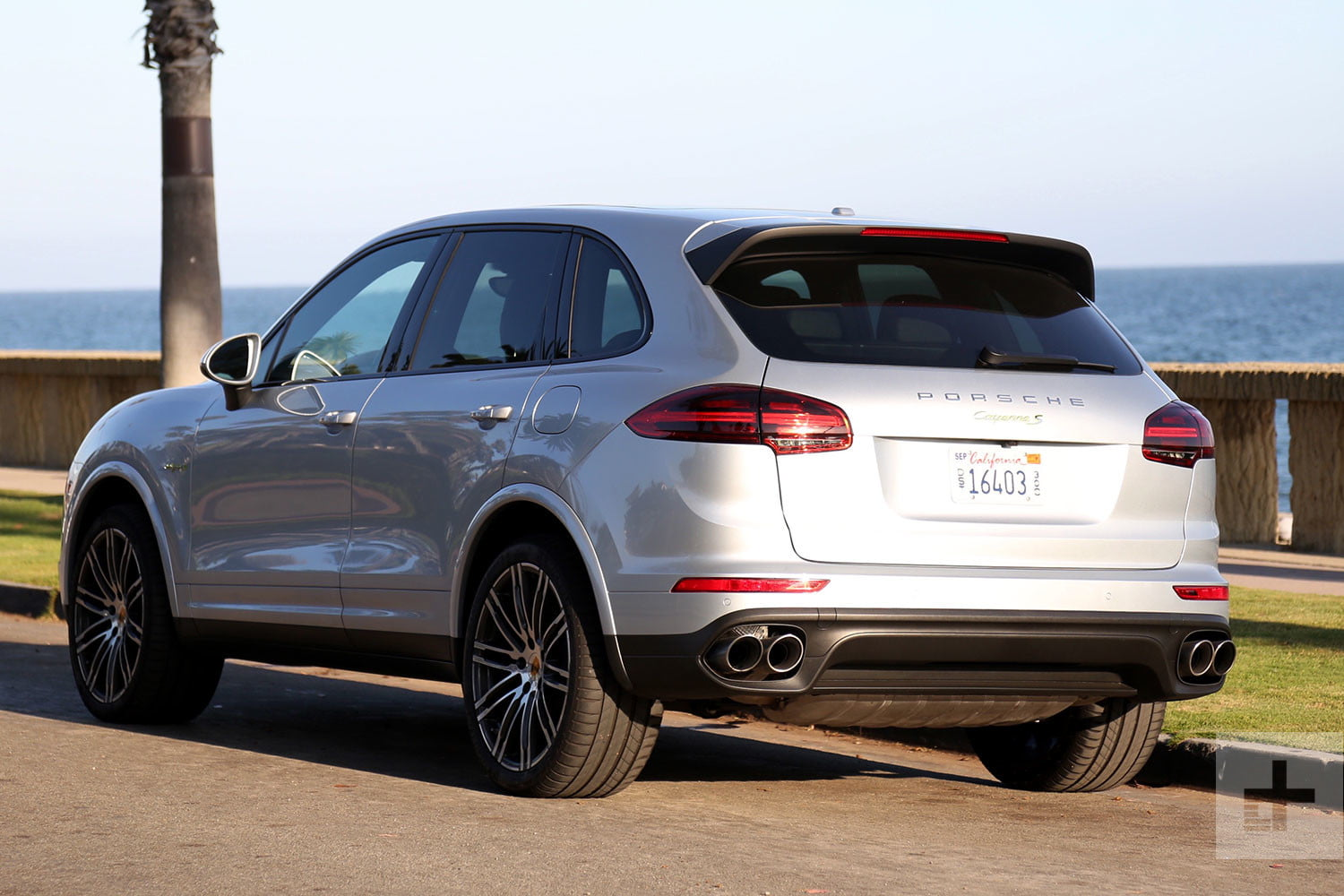 2017 porsche cayenne s e hybrid review digital trends. Black Bedroom Furniture Sets. Home Design Ideas