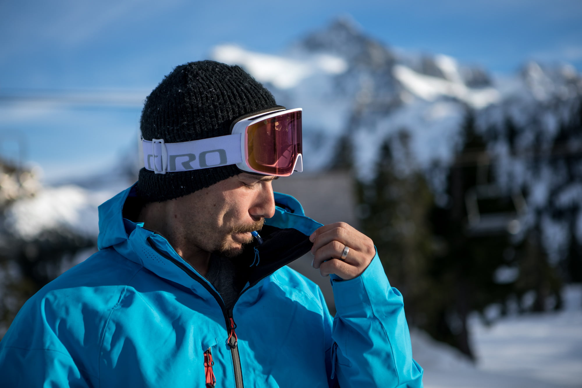 686's Hydrastash jacket ensures you will stay hydrated on the slopes |  Digital Trends