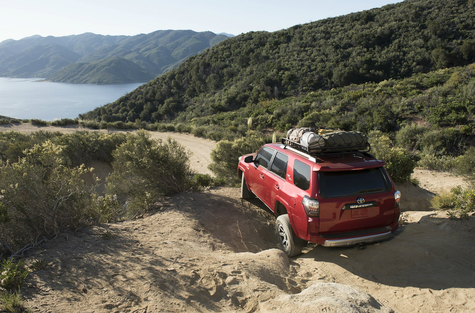 AWD' vs  '4WD' | What's the Difference Between the Two Systems