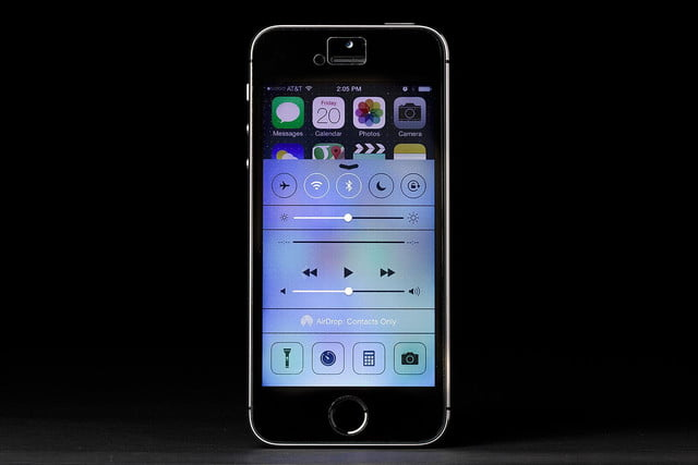 apple iphone 5s screen front ios 7 control center