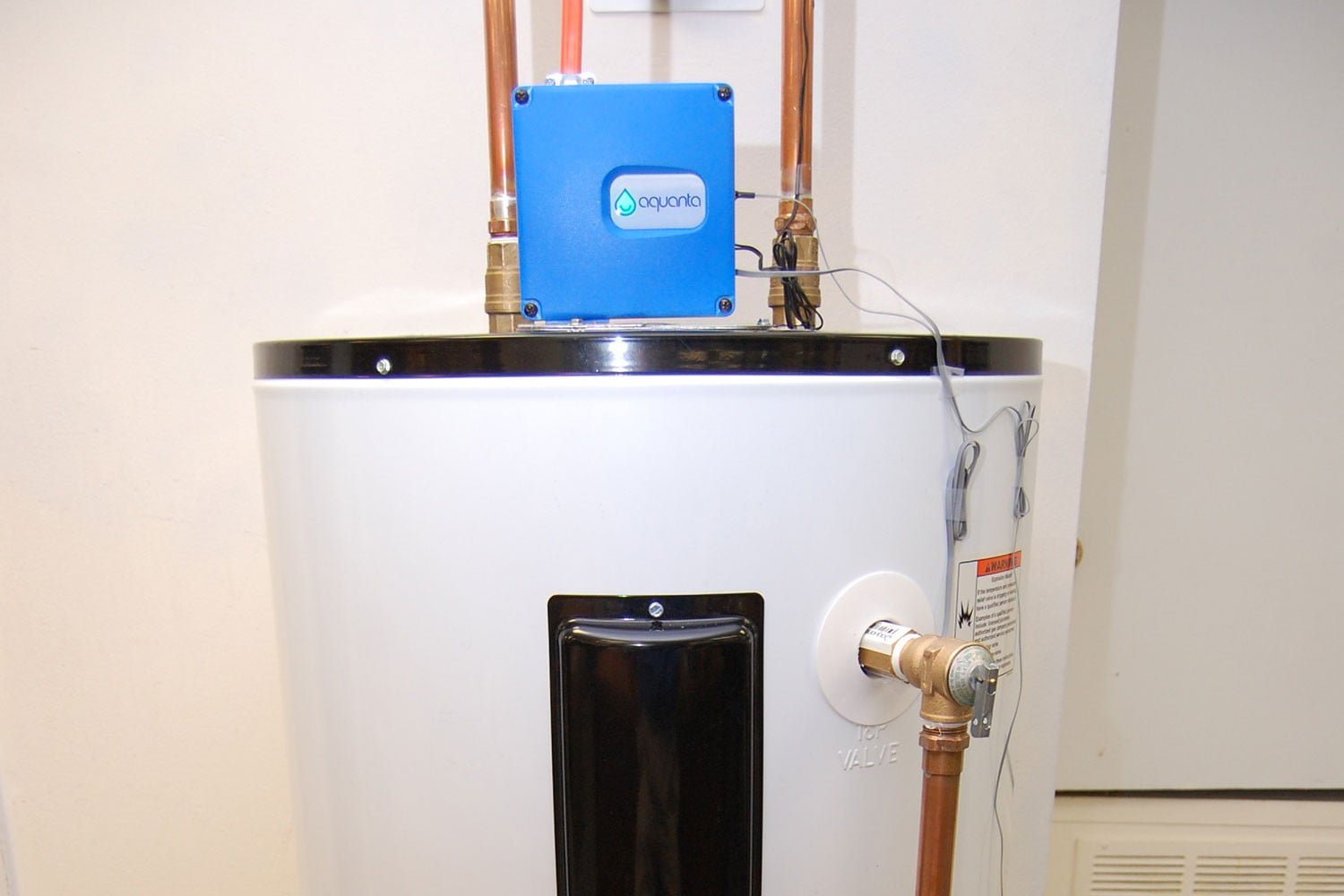 The Aquanta Is A Retrofittable Hot Water Controller Digital Trends Testing Thermostats On Electric Heaters Full Tank View