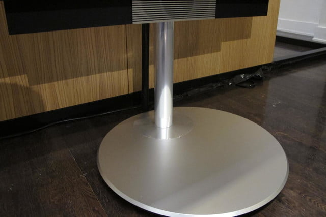 bang olufsens first 4k uhd tv knows right moves beovision avant 5