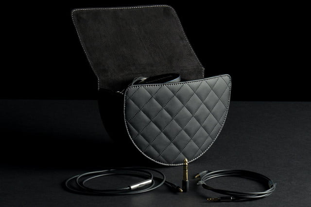Bowers&Wilkins P7 bag and cables