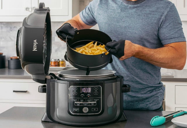 best buy drops air fryer prices from power ninja cuisinart and philips  foodi with tendercrisp 6 5 quart multi cooker 3