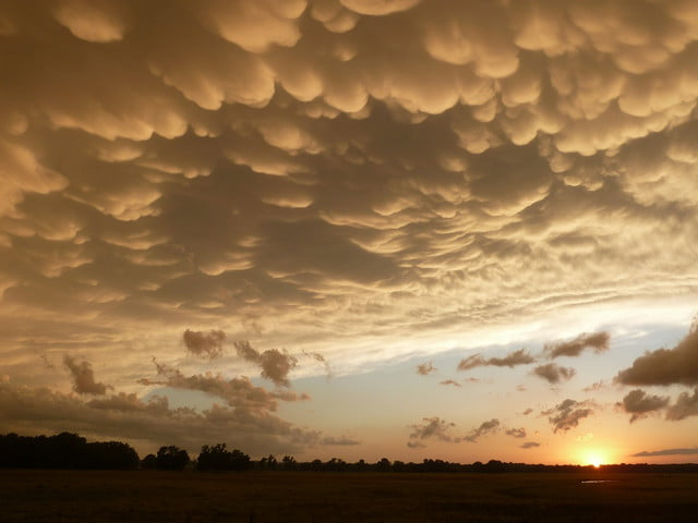 cswr tornado research mammatus clouds