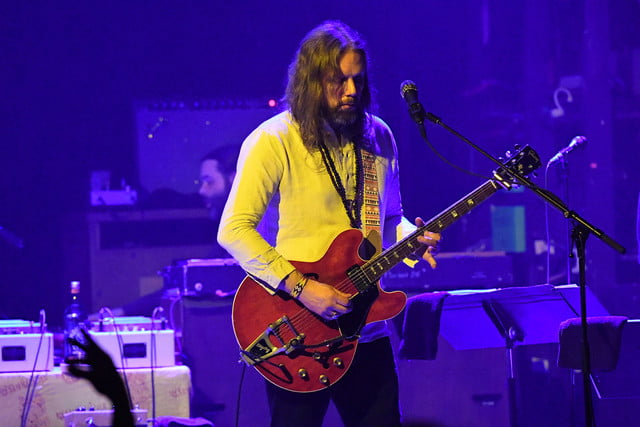 audiophile magpie salute rich robinson the saliute  onstage photo by arnaud lerondeau