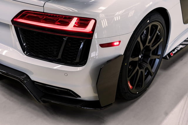 audi r8 v10 plus coupe competition 2018 package 4821 700x467 c