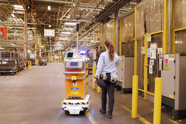 ford robot autonomo survival self driving makes life easier for employees 7 700x467 c