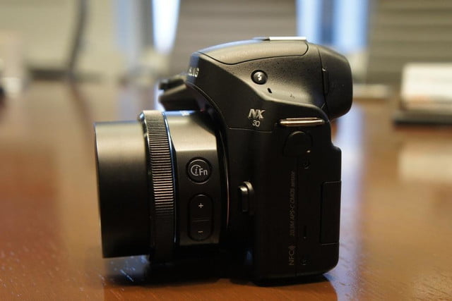 samsung announces nx30 mirrorless camera and android powered galaxy 2 dsc08202