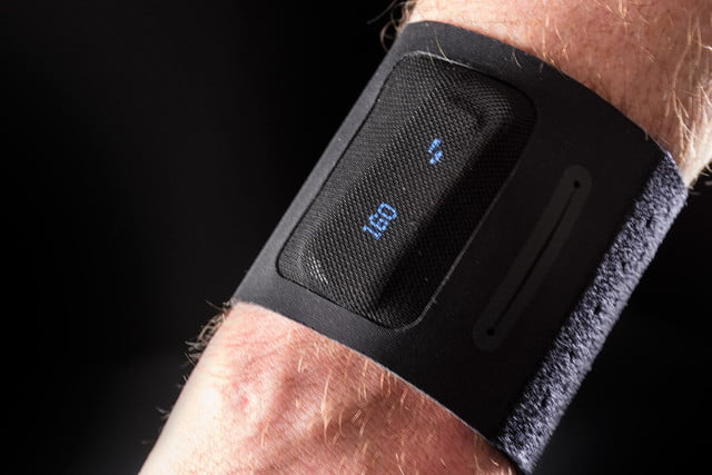 Fitbit One review fitnes band wrist