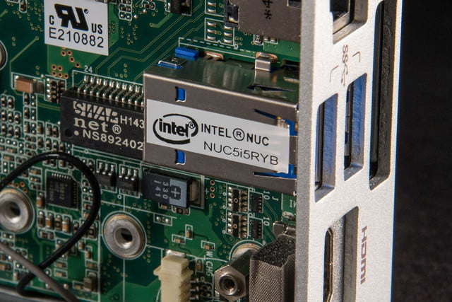 Intel NUC Core i5 NUCi5RYK mini PC review USB label