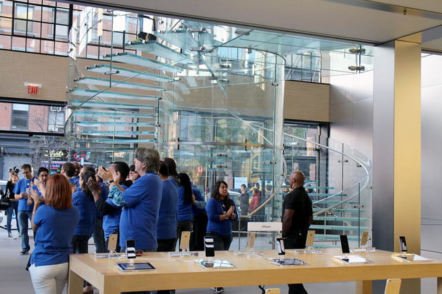 apple iphone 6 launch day news line 17