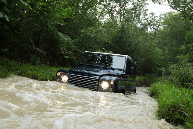 11 cars that will go extinct in 2016 land rover defender 2