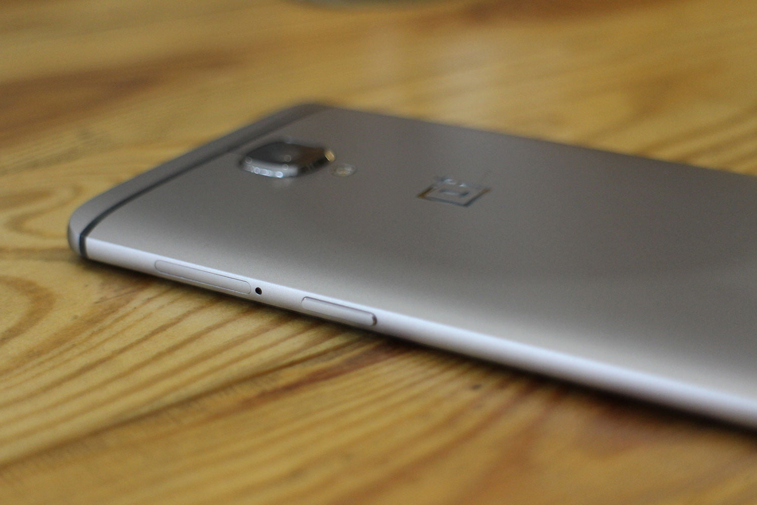 e72344b7e The OnePlus 3 is a phone you ll want to buy for its style alone. It s every  bit as delectable as the HTC 10