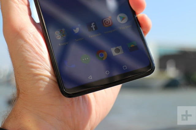 oneplus 6 hands on bottom half in hand