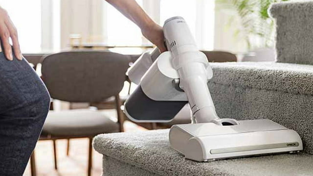 oreck cordless vacuum with pod technology pdp lifestyle stairs 1 v5 comp