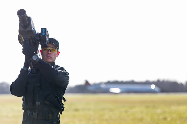 this shoulder mounted net firing bazooka can down a rogue drone at 100 meters skywall 2