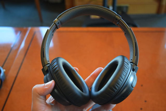 Sony MDRZX770BT hands on 3