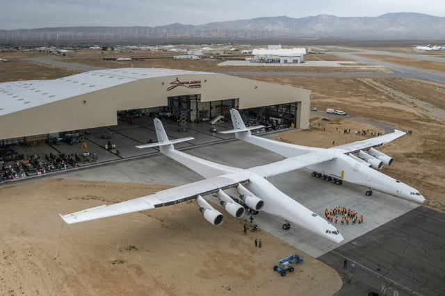 stratolaunch dwarves other aircraft strato 2