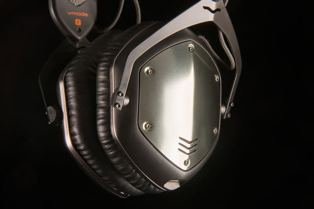 v moda crossfade wireless vmoda bt hdphns earcupdetail